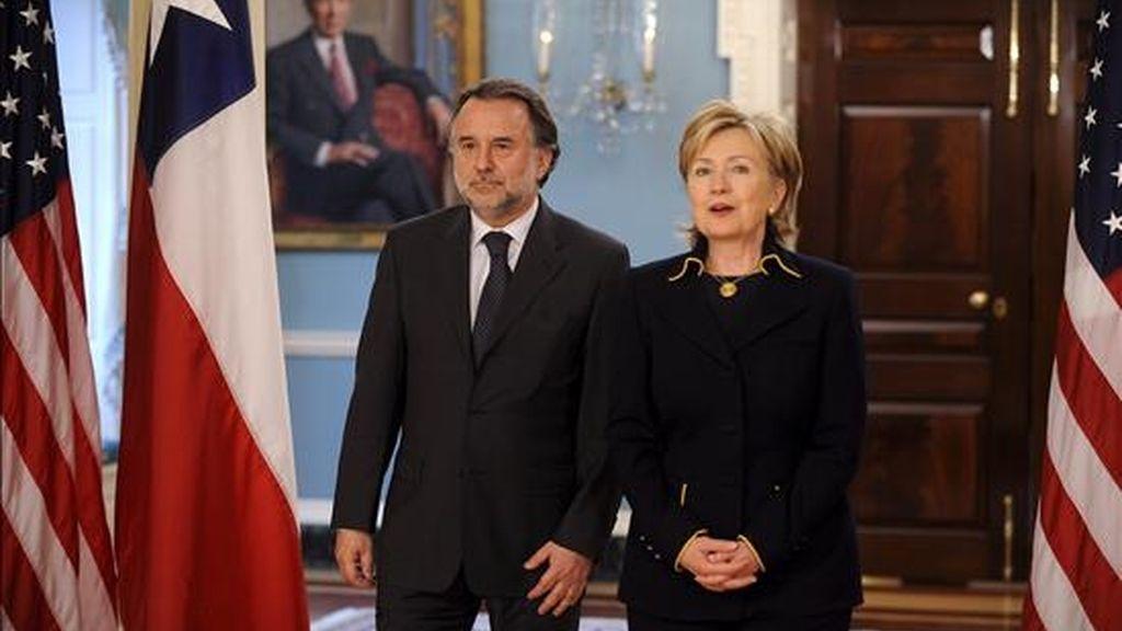 """La secretaria de Estado de EE.UU., Hillary Clinton, reafirmó tras la reunión que mantuvo con Fernández, la """"fuerte y positiva"""" relación bilateral entre ambos países y explicó que planean y ampliarlas en los próximos años. EFE"""