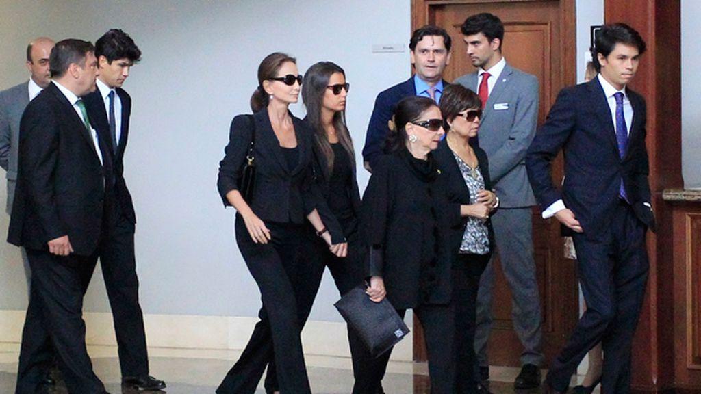La familia ha arropado a Isabel Preysler y Ana Boyer
