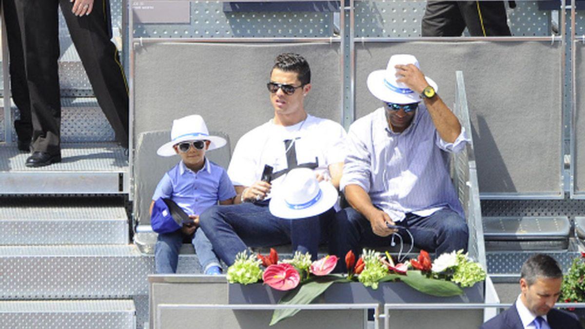 Cristiano Ronaldo junto a su hijo en el Open de Madrid