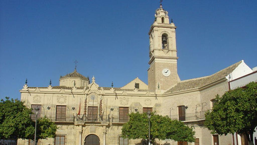 La Guardia Civil registra el ayuntamiento sevillano de Lora del Río
