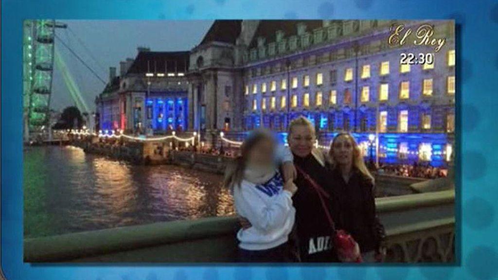 La colaboradora de 'Sálvame' ha viajado junto a su hija y unas amigas
