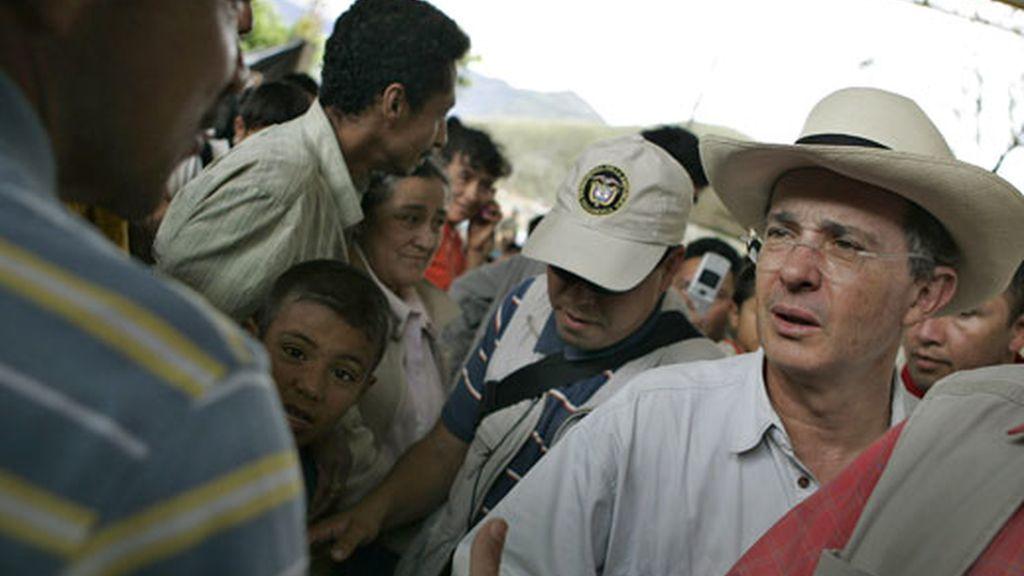 Álvaro Uribe habla tras la muerte de Tirofijo. Video: Informativos Telecinco