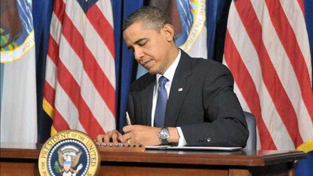 Obama firmó la medida, junto con otras 33 nuevas leyes, sin ningún tipo de publicidad en la Casa Blanca, tras su llegada a la residencia presidencial al regresar de sus vacaciones navideñas en Hawai. EFE/Archivo