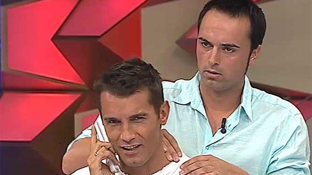 Joan masajea a Jesús Vázquez