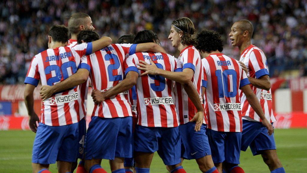 Los jugadores del Atlético de Madrid celebran el segundo gol del equipo, conseguido por el colombiano Radamel Falcao