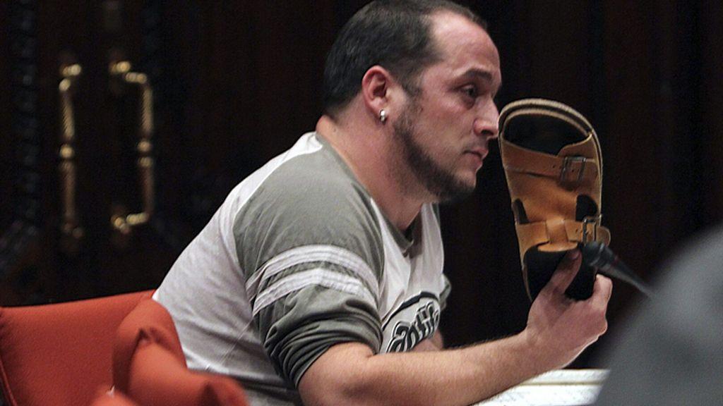 Un diputado de las CUP amenaza con lanzarle una sandalia a Rato