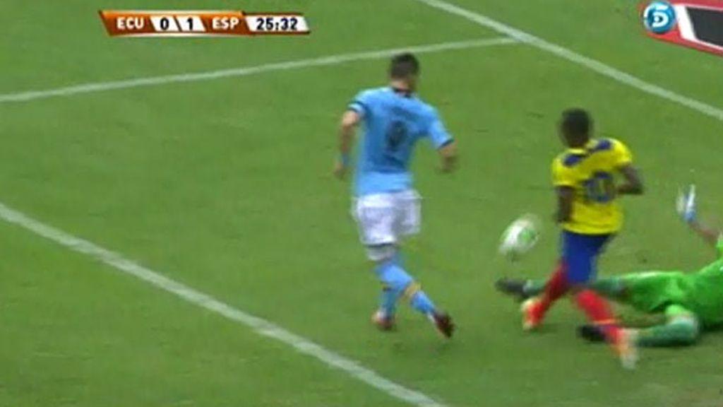 Álvaro Negredo marcó de tacón el primer gol del partido