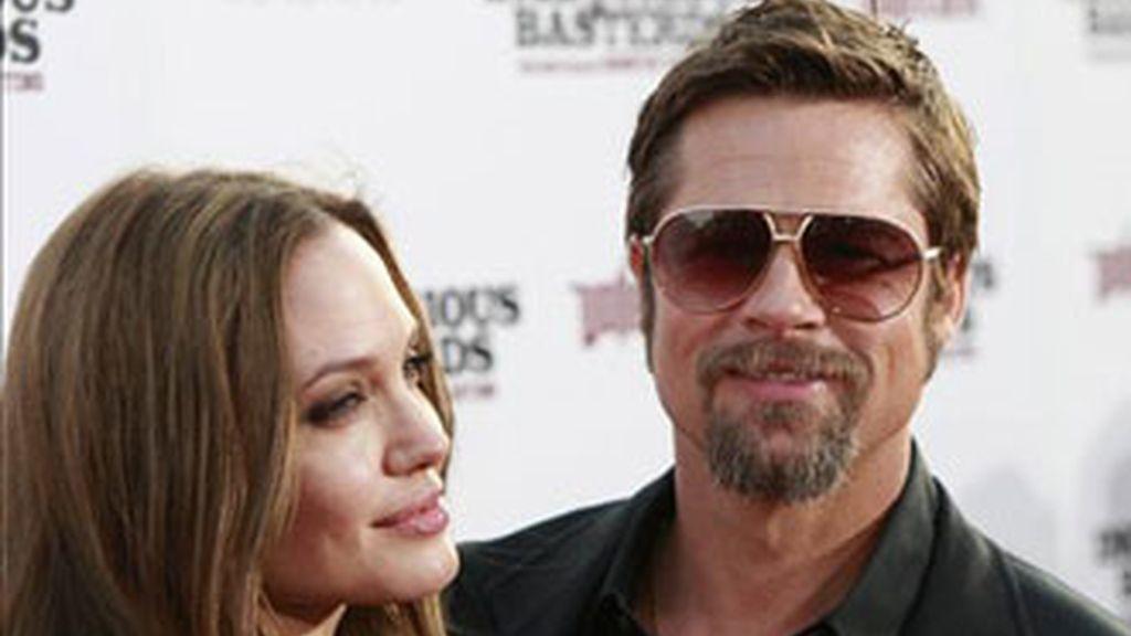La pareja más poderosa de Hollywood donará casi siete millones de dólares a causas benéficas.
