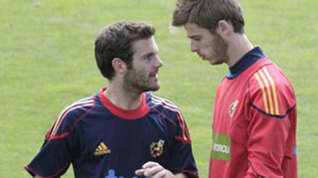 Juan Mata y De Gea durante un entrenamiento de la selección sub-21. Vídeo: Informativos Telecinco.