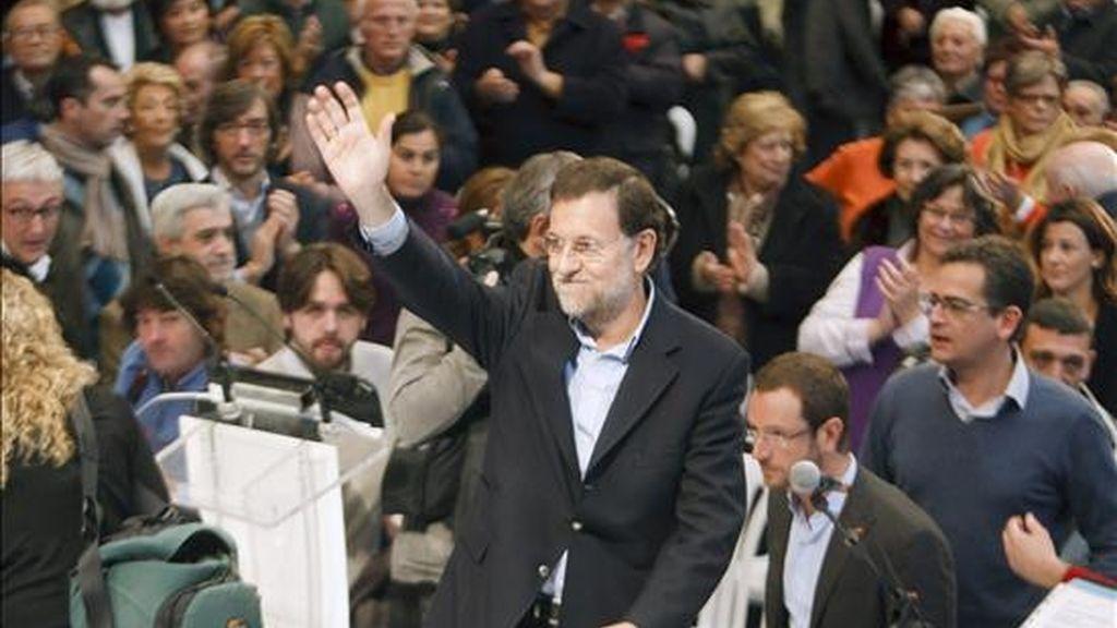 El presidente del PP, Mariano Rajoy, a su llegada hoy al mitin en el que su partido ha presentado a los candidatos a las acaldías de Vitoria, Bilbao y San Sebastián, y a las diputaciones forales de Álava, Vizcaya y Guipúzcoa. EFE