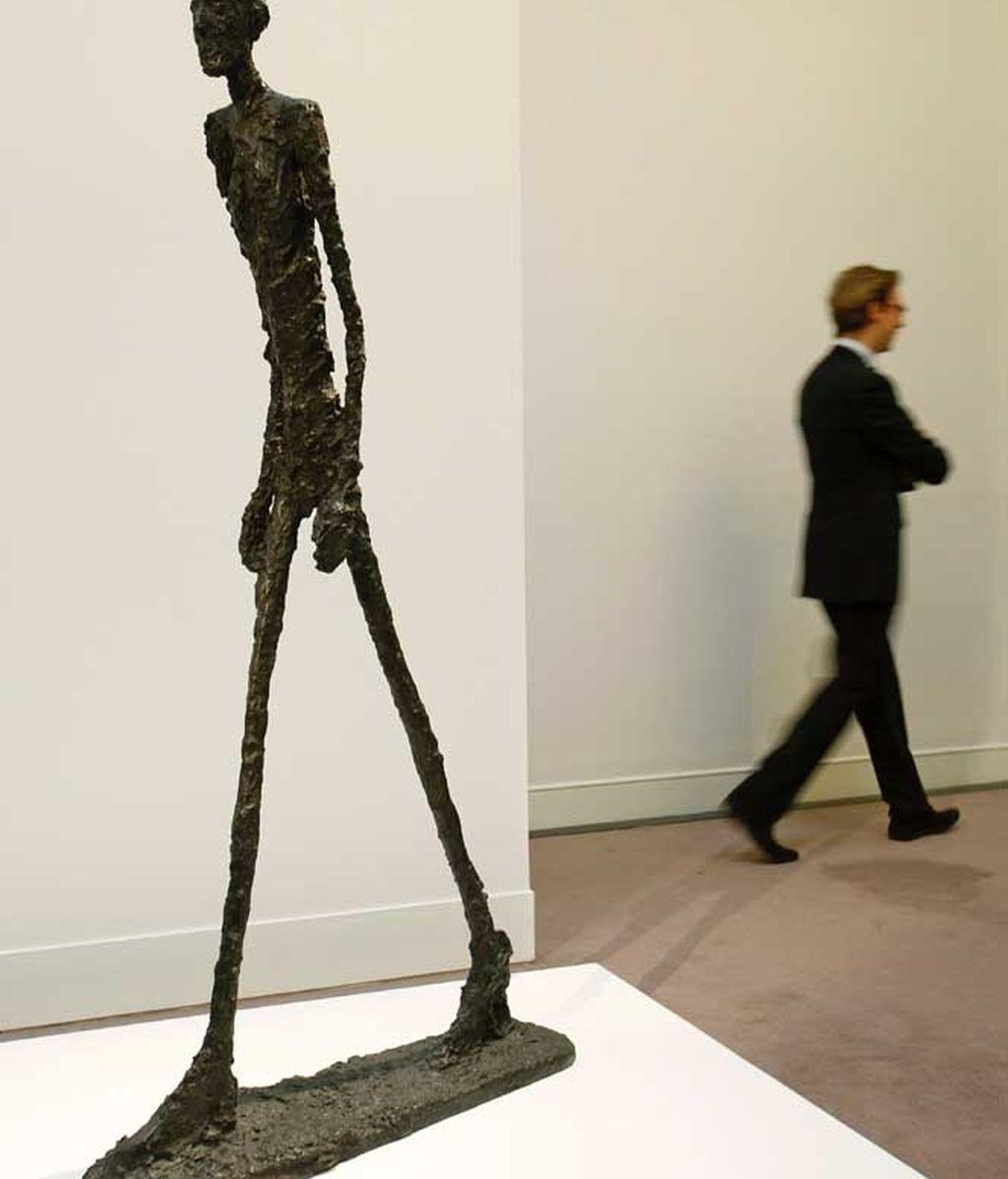 """Estatuta de Giacometti: """"El hombre que marcha"""""""