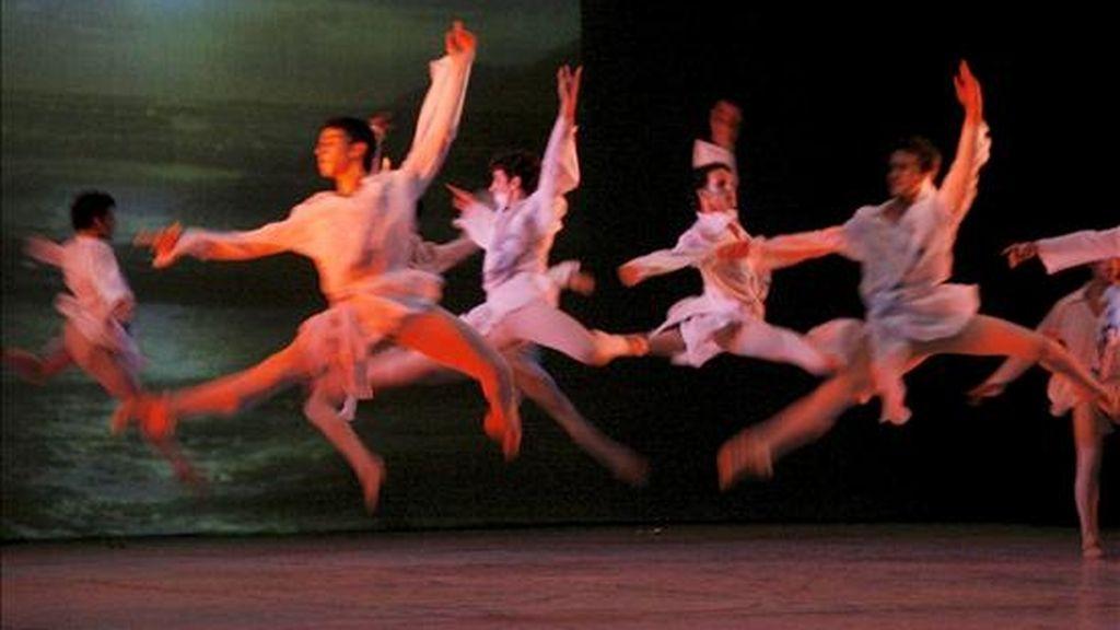 Durante dos semanas, los alumnos recibirán clases prácticas de dúo clásico, repertorio, técnica moderna de danza y folclor. EFE/Archivo