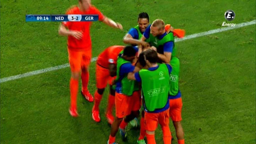 La selección holandesa celebra el 3-2 en el minuto 89.