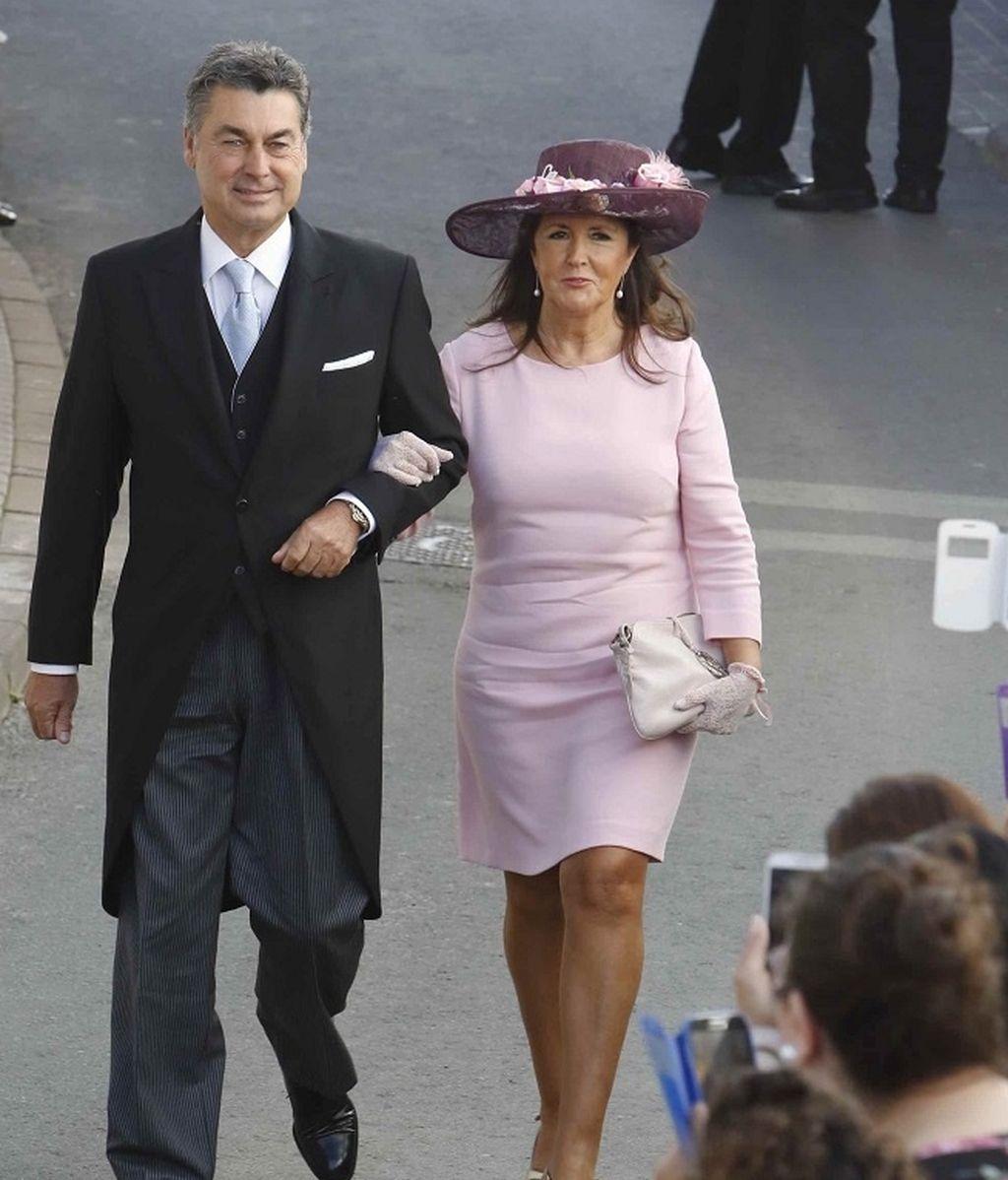 Antonio Rivera, tío del novio y su mujer, a su llegada a la ceremonia