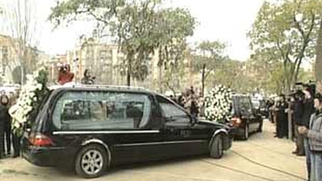 San Boi despide a los cuatro pequeños fallecidos. Video: Informativos Telecinco.
