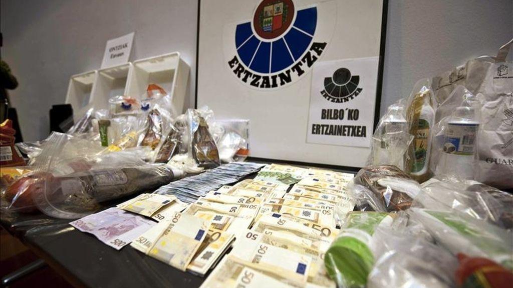 """La Ertzaintza, en colaboración con la Guardia Civil, ha desarticulado una red de distribución de cocaína en España conocida como el """"clan de la Chata"""" a la que ha intervenido más de 40 kilos de esta droga. EFE"""