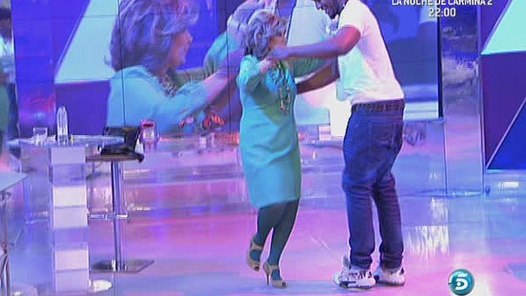 La defensora de la audiencia también baila