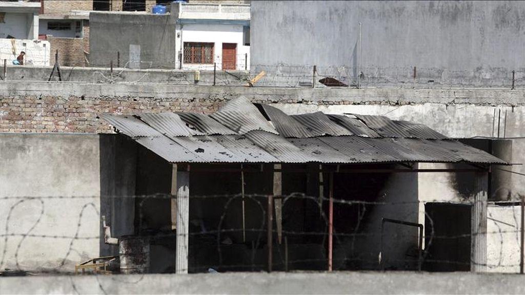 Interior del complejo en el que se encuentra la mansión en la que el líder de la red terrorista Al Qaeda, Osama bin Laden, fue abatido por soldados estadounidenses el pasado domingo, en Thanda Choha, Abbotabad (Pakistán). EFE