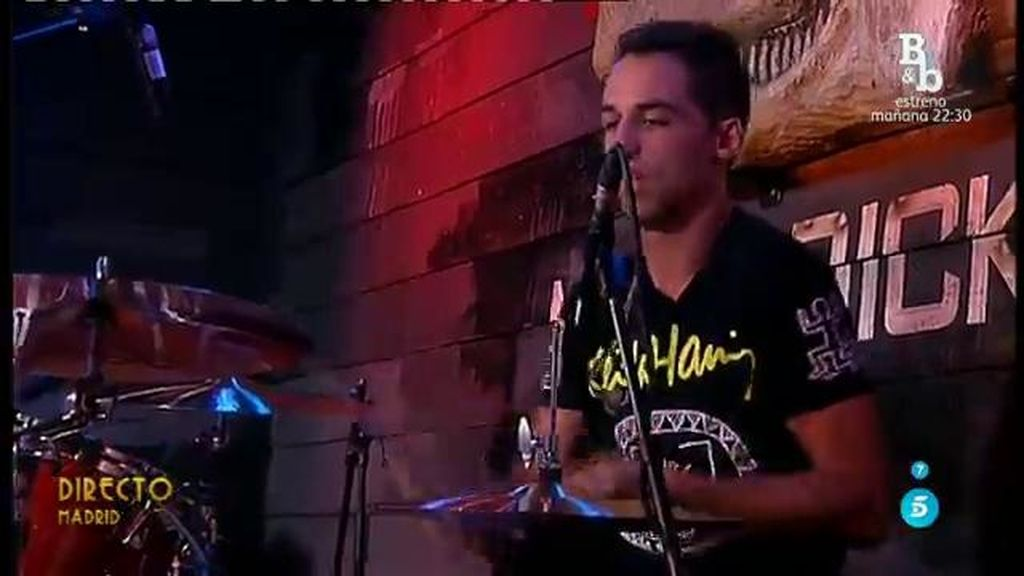 Cristian recibe una batería nueva después de que sus compañeros le 'echasen' del grupo