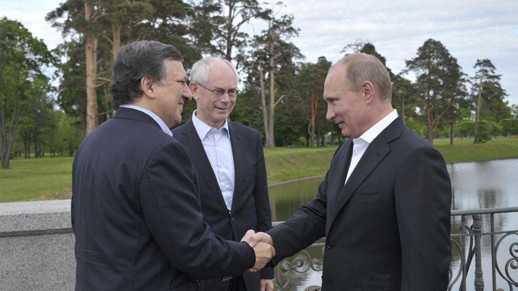 Putin y Barroso se saludan