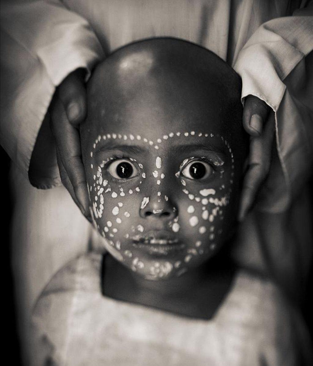 Imagen facilitada por premios fotográficos Sony 2011 del fotógrafo español Javier Arcenillas, galardonado hoy con dos premios Sony World. EFE