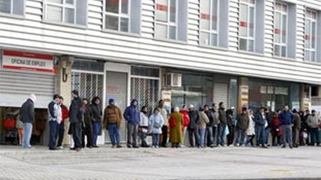 El paro, la mayor preocupación de los españoles. Vídeo: Informativso Telecinco