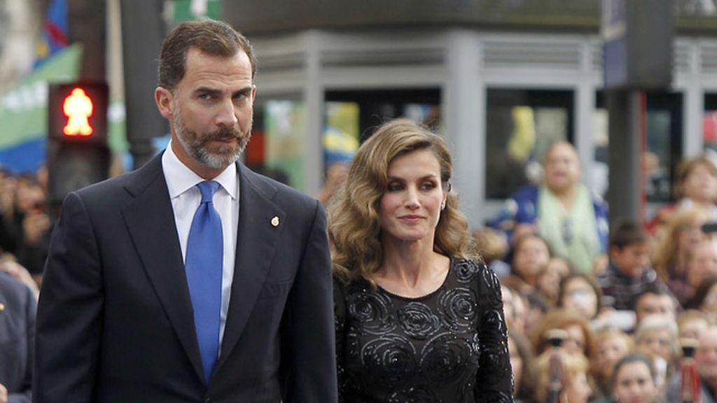 Felipe y Letizia entran al teatro