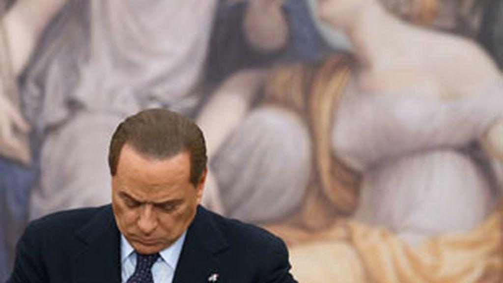 El primer ministro italiano, Silvio Berlusconi, sufre una gran derrota en el cuádruple referéndum. Foto: Reuters