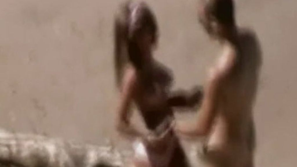 Yago y su novia, desnudos en la playa