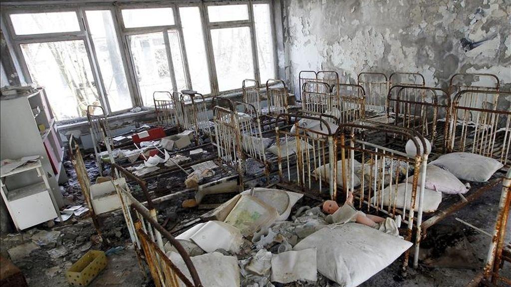 Vista de una antigua guardería en la abandonada localidad de Pripyat, cerca de la central nuclear de Chernóbil, Ucrania, el pasado 18 de abril de 2011. Mañana, 26 de abril , se cumplen 25 años del accidente nuclear de Chernóbil. EFE