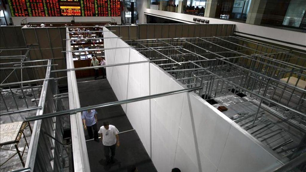 Vista general de varios corredores de bolsa en el parqué filipino en Makati, al sur de Manila, Filipinas. EFE/Archivo