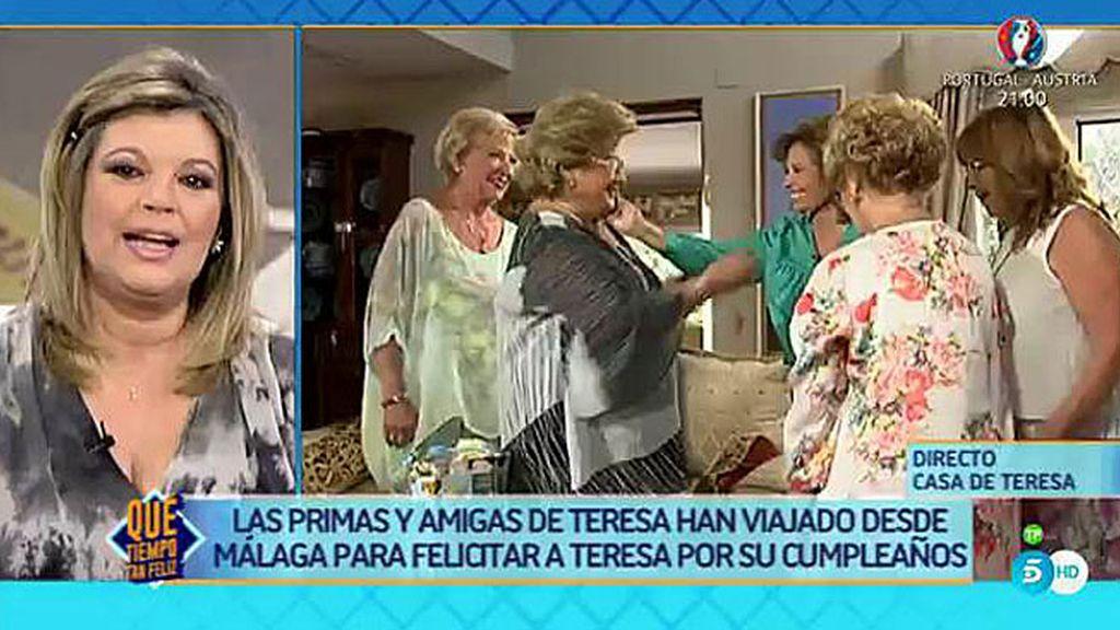 ¡Las amigas y primas de María Teresa aparecen por sorpresa en su casa!
