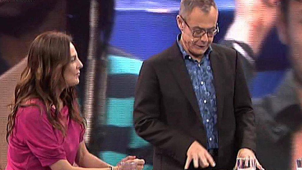 """Ángela, a Coman: """"Me debes una cena"""""""
