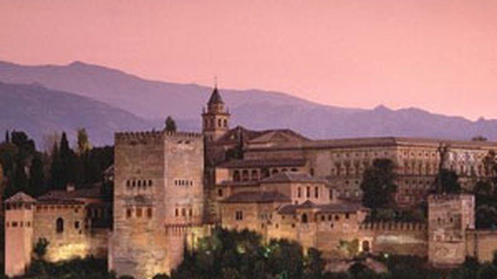 Puesta de sol en la Alhambra de Granada. Foto: EFE