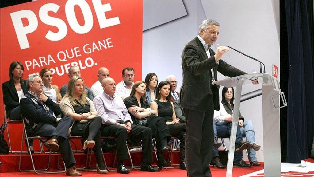 El vicesecretario general del PSOE y ministro de Fomento, José Blanco, hoy durante un acto político en As Pontes (A Coruña). EFE