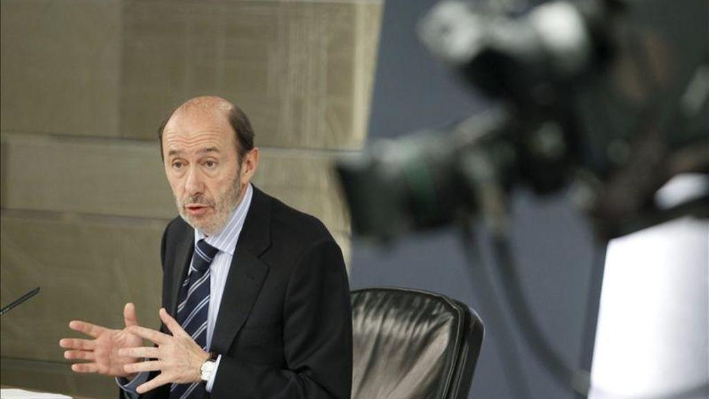 El vicepresidente primero del Gobierno y ministro del Interior, Alfredo Pérez Rubalcaba, durante la rueda de prensa posterior a la reunión del Consejo de Ministros. EFE