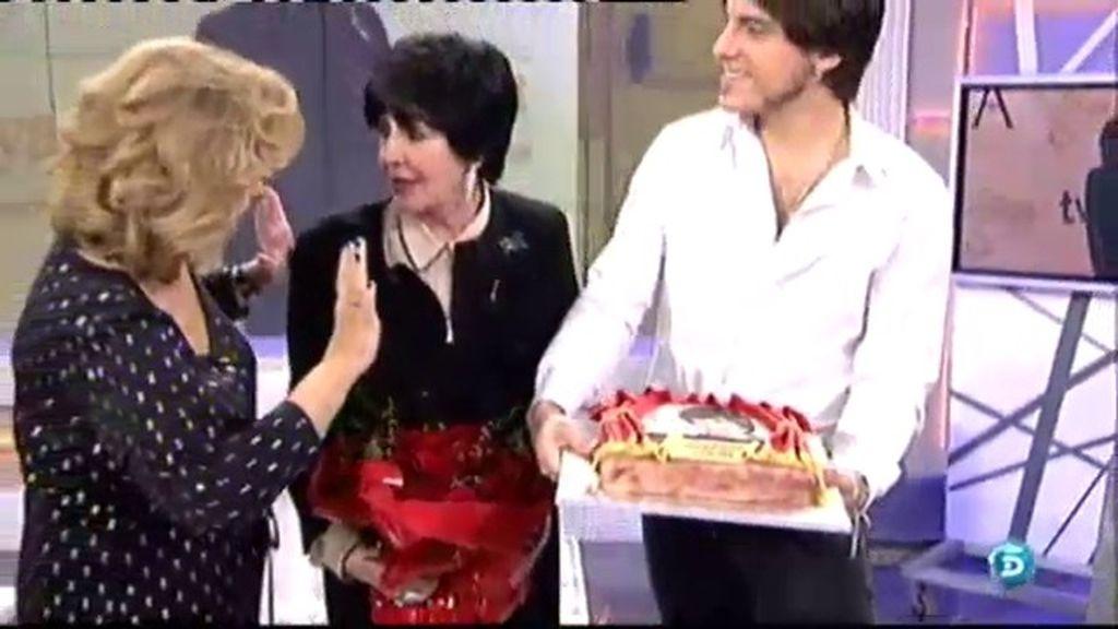 Concha Velasco sopla las velas de su 75 cumpleaños en '¡Qué tiempo tan feliz!'