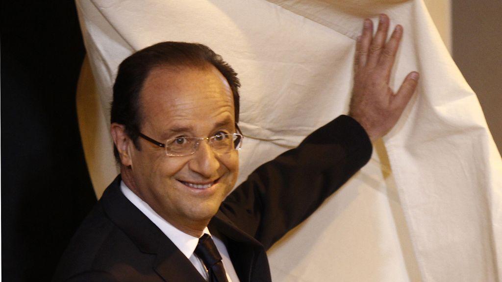 El candidato socialista François Hollande vota en Tulle