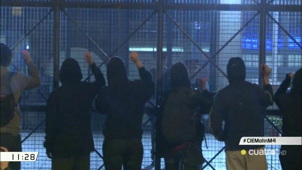 Nuevo conflicto en un CIE: unos 70 internos intentan huir del centro de Barcelona