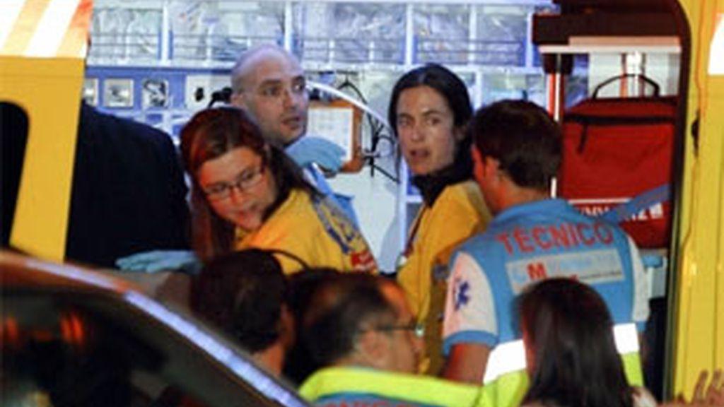 Efectivos de los servicios de emergencias socorrían al bebé. Foto. EFE / Archivo