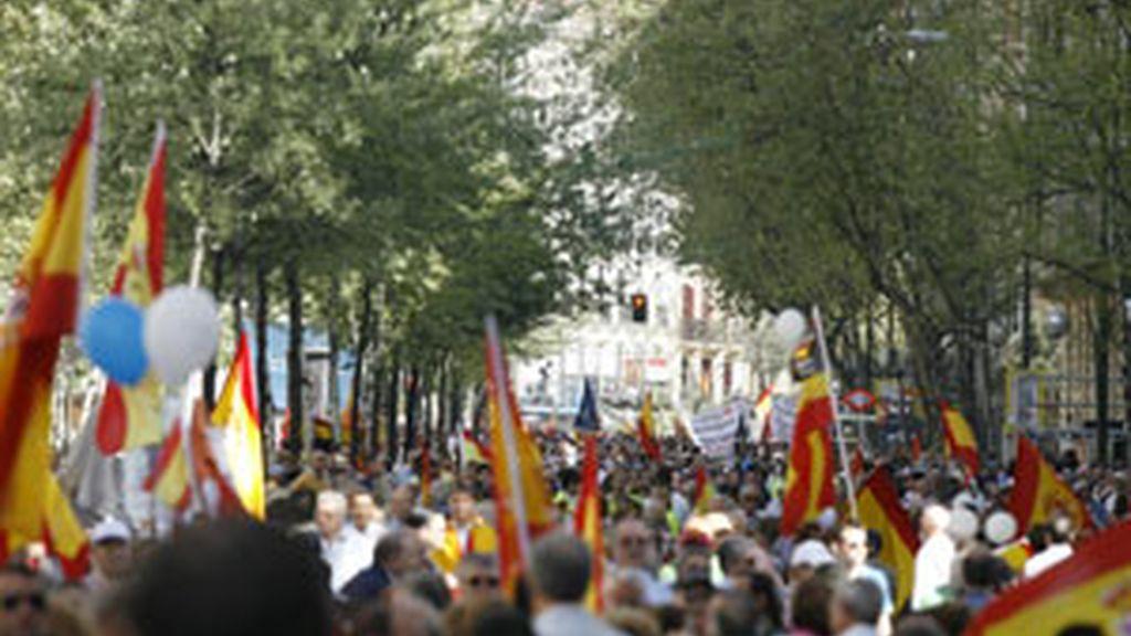 Miles de personashan participado en la manifestación convocada en Madrid por la Asociación Víctimas del Terrorismo (AVT). Vídeo: ATLAS
