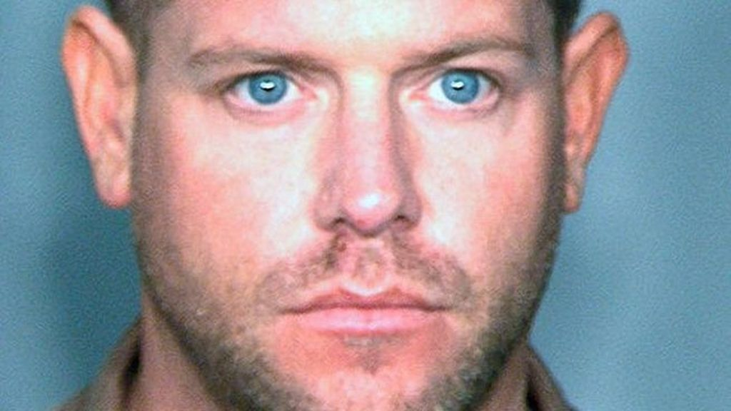 El actor de 32 años Douglas Brian Irvin Jr, policía en CSI, fingió serlo también en la vida real para conseguir los favores sexuales de una mujer. Ahora enfrenta cinco cargos de violencia sexual. Foto AP