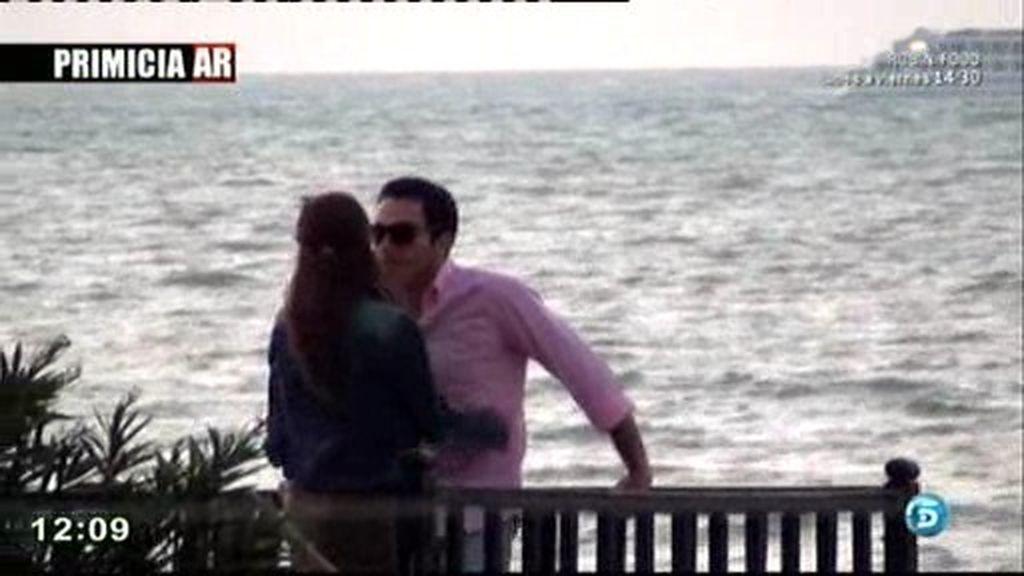 Exclusiva: Los 'románticos' besos de Techi y Alberto Isla en el mirador de Sanlúcar