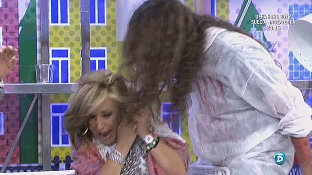 Alberto ha convertido su afición por el mundo zombie en una profesión