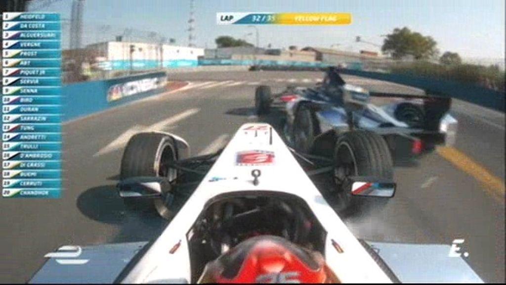 ¡Vergne se pone nervioso y golpea a Alguersuari por detrás en una frenada!