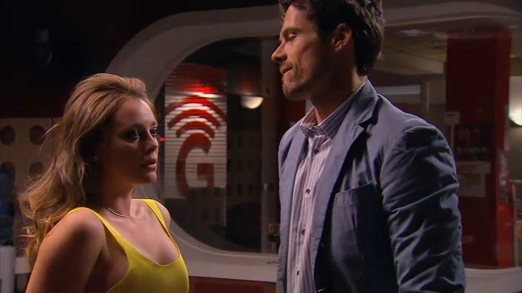 Carlos se venga de Paola