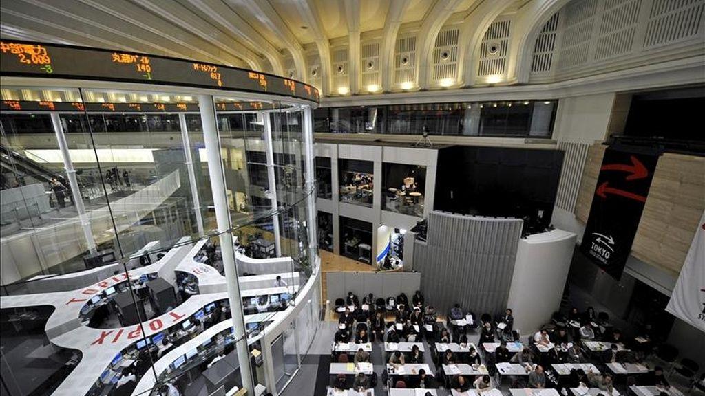 El índice Nikkei subió 43,89 puntos, 0,43 por ciento, hasta 10.281,81 puntos. EFE/Archivo