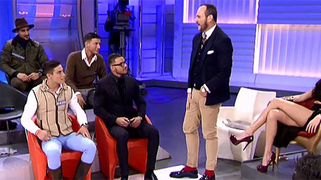 """Alejandro, a sus compañeros: """"Esto es una vergüenza, la realeza nunca se vestiría así"""""""