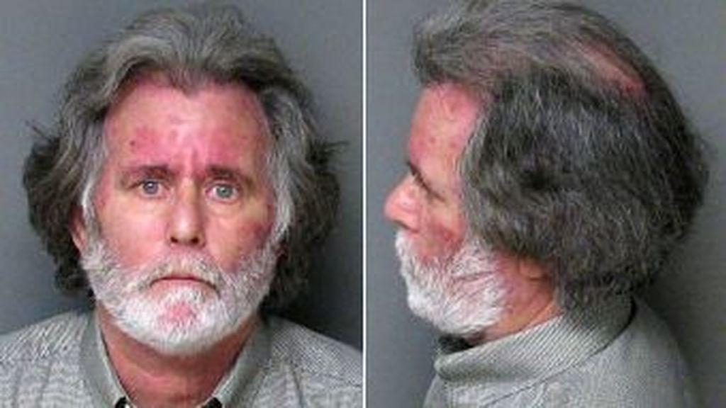 Richard James Verone, desempleado de 59 años roba 1 dólar en un banco de Gastonia, en Carolina del Norte, para recibir atención médica en la cárcel. Foto Comisaría de Gastonia