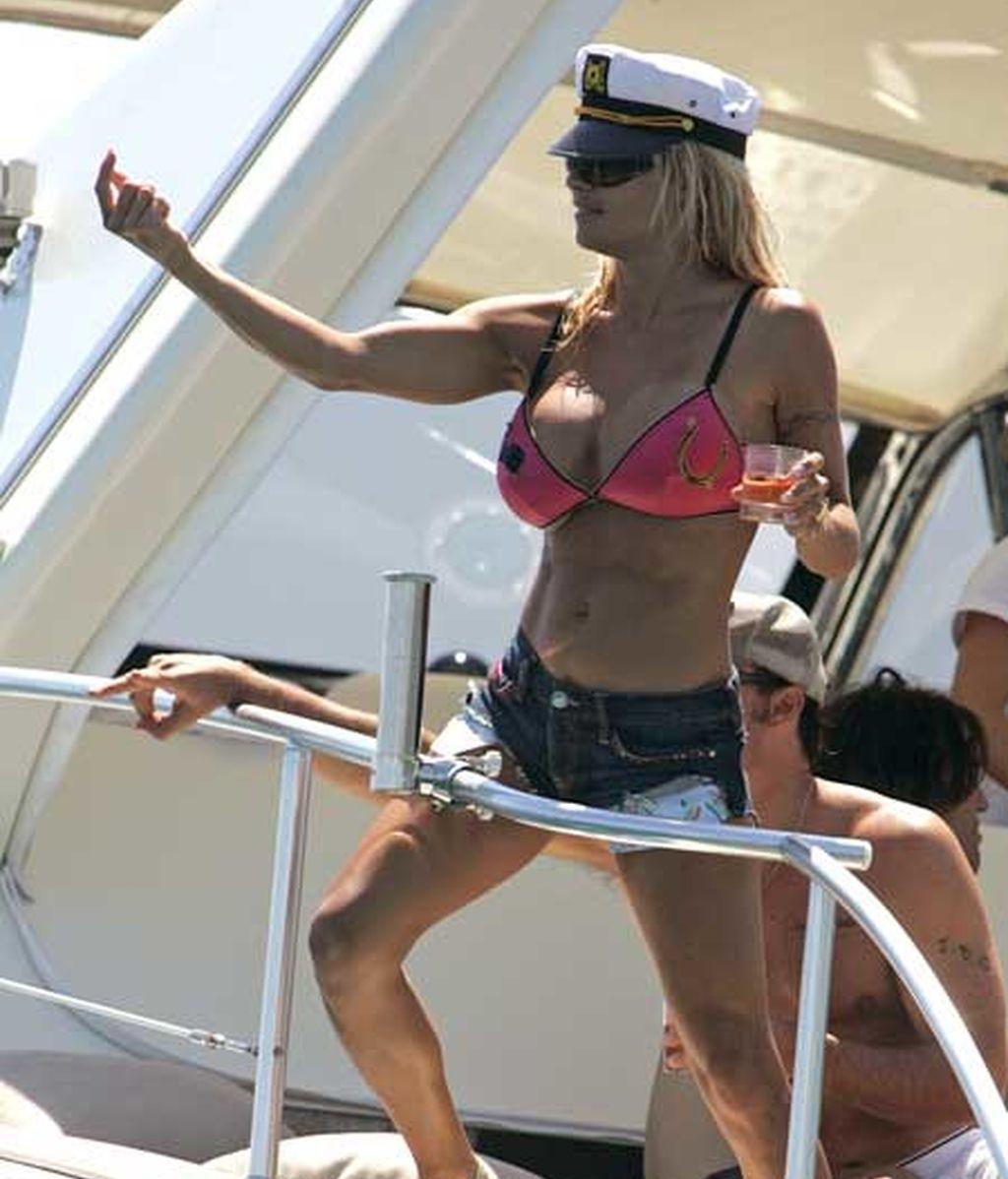 Pamela Anderson, la vigilante del barco